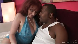 Chubby MILF hammered wits a obese black cock in interracial sex