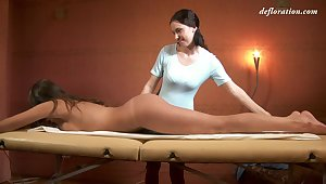 Russian adult virgin Marusya Mechta enjoys precede massage
