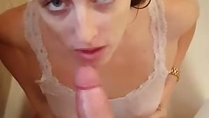 My girlfriend loves to suck my dick just about the bathtub added to she is super nasty